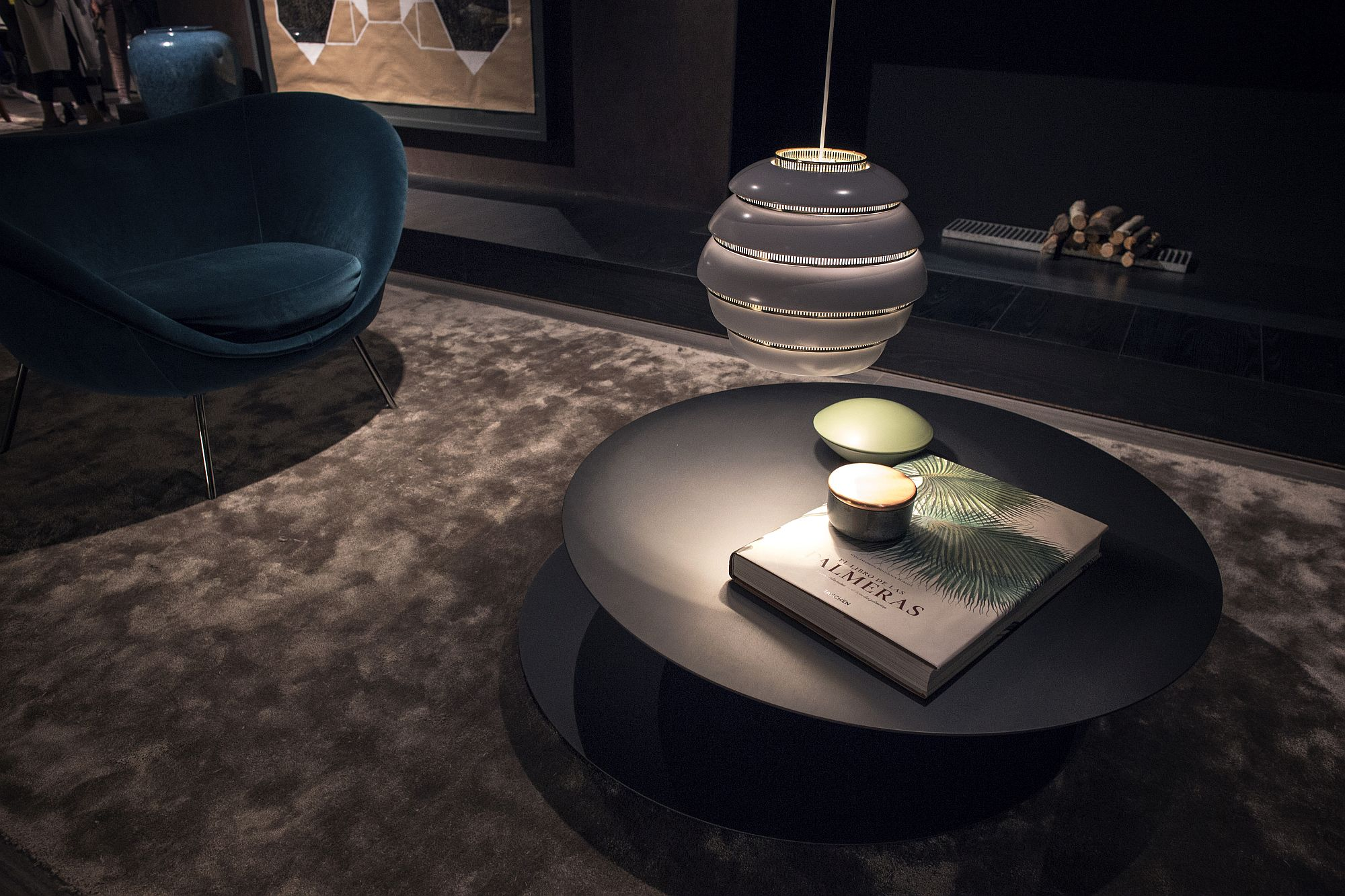 Minimal and round coffee table in black