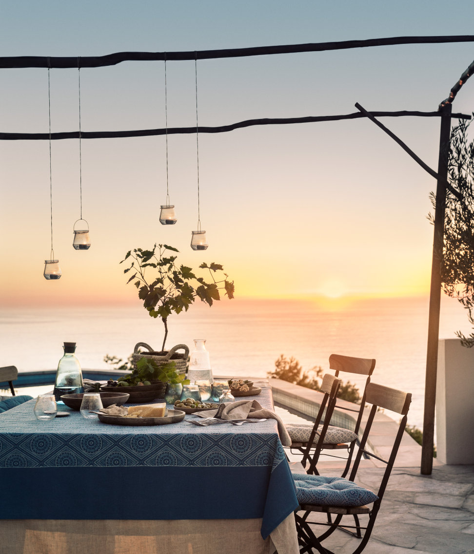 Ocean-side-enteratining-from-HM-Home