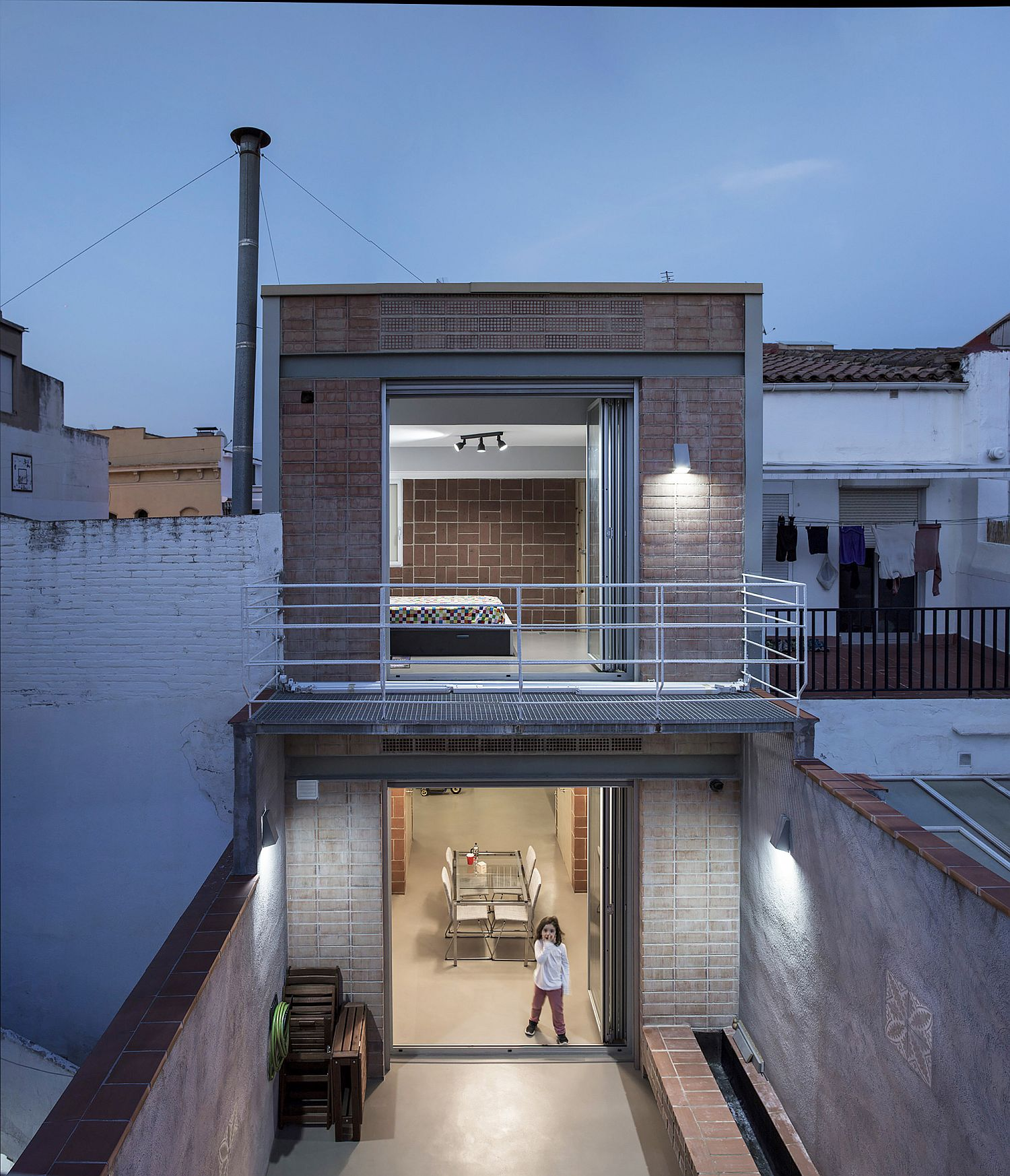 Old blacksmith workshop in barcelona transformed into a - Arquitectura barcelona ...