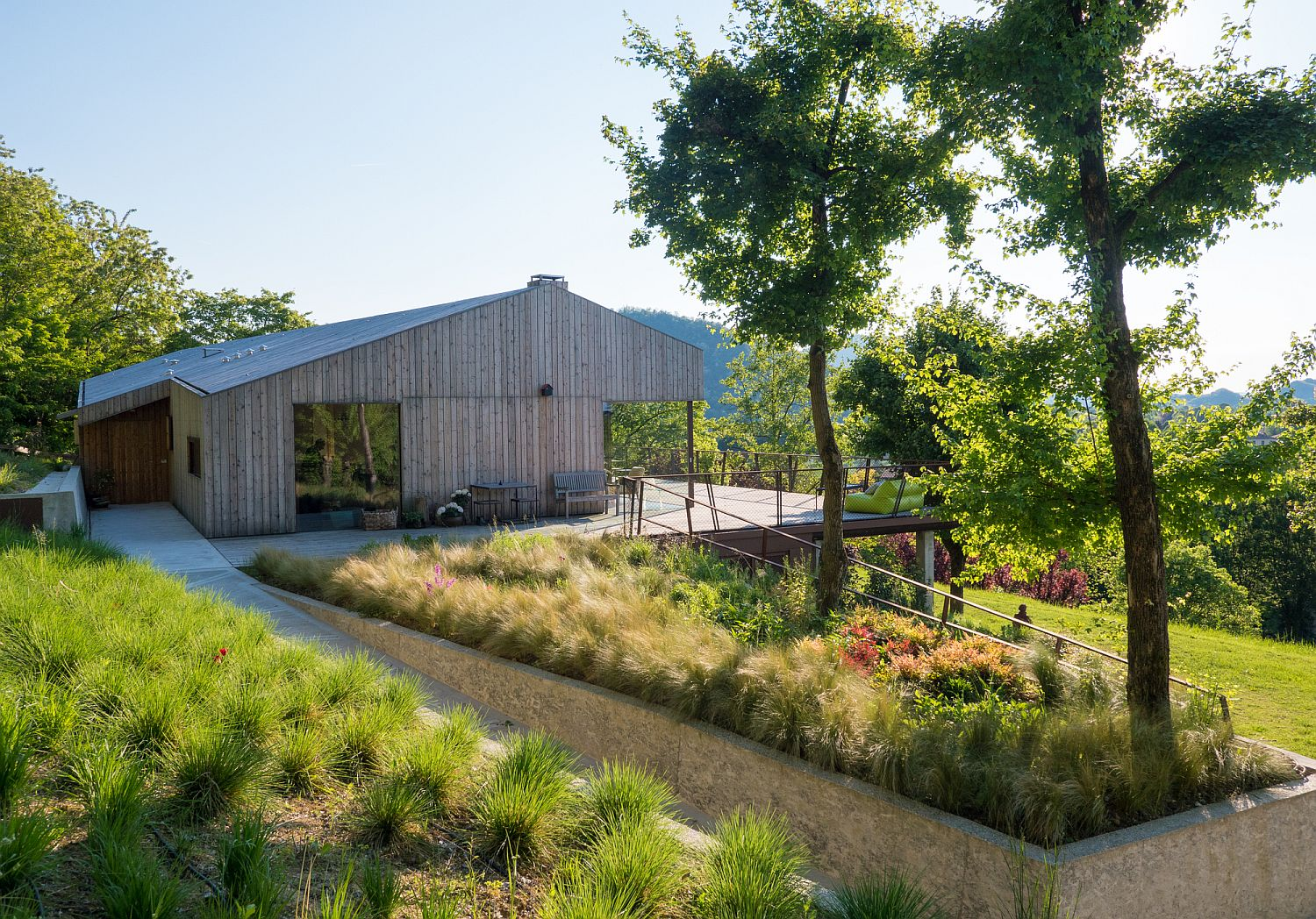 Old-maple-trees-and-the-natural-landscape-become-an-extension-of-the-central-structure