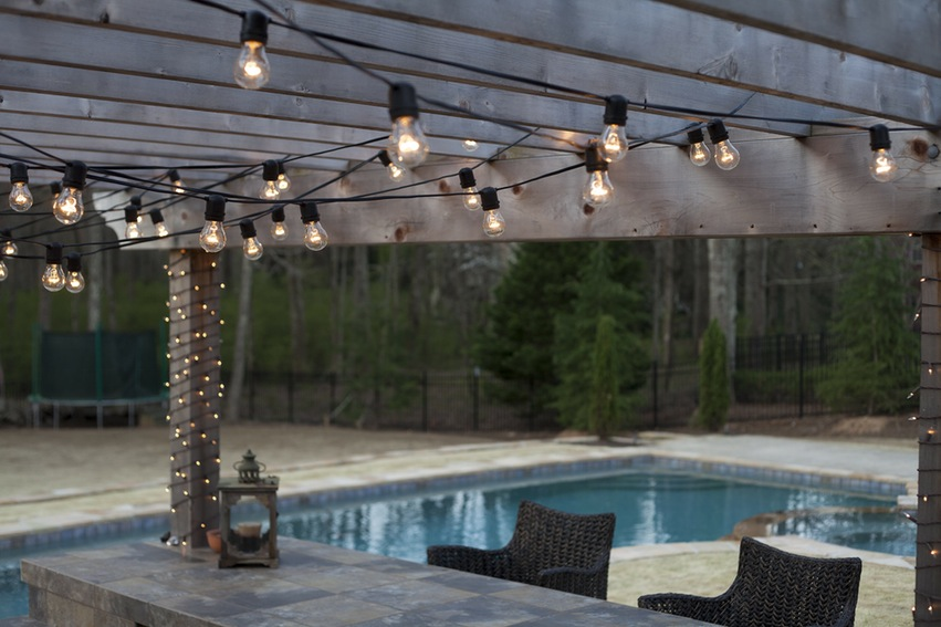 Outdroor string lights with an incidental look