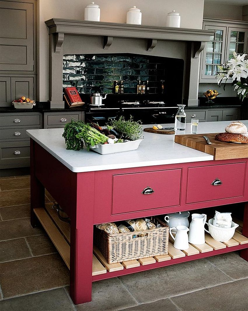 Pink makes an unexpected appearance in this modern kitchen!