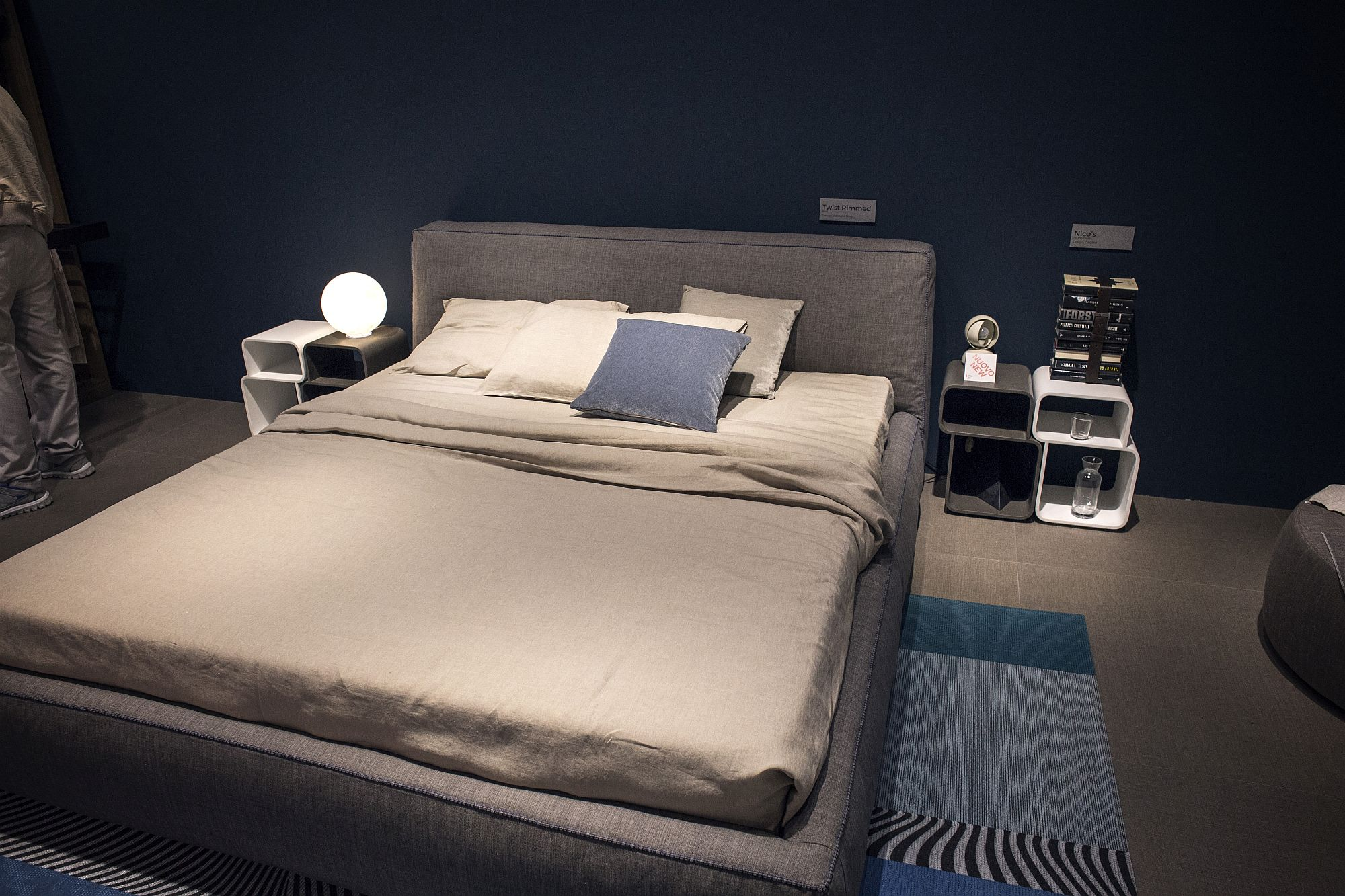 Smart-modern-bedside-table-idea-crafted-using-modular-units