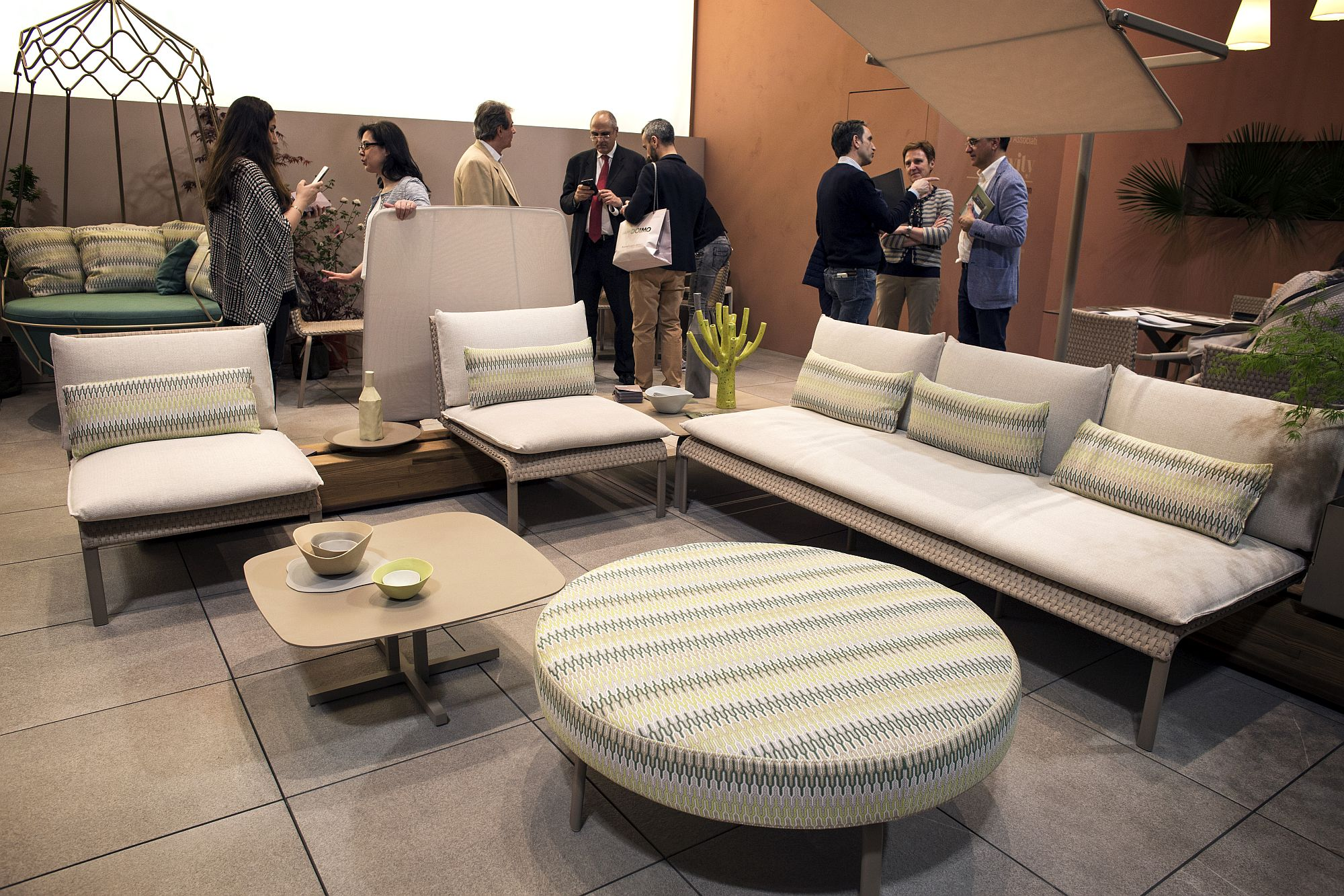Snazzy and chic outdoor decor from Roberti