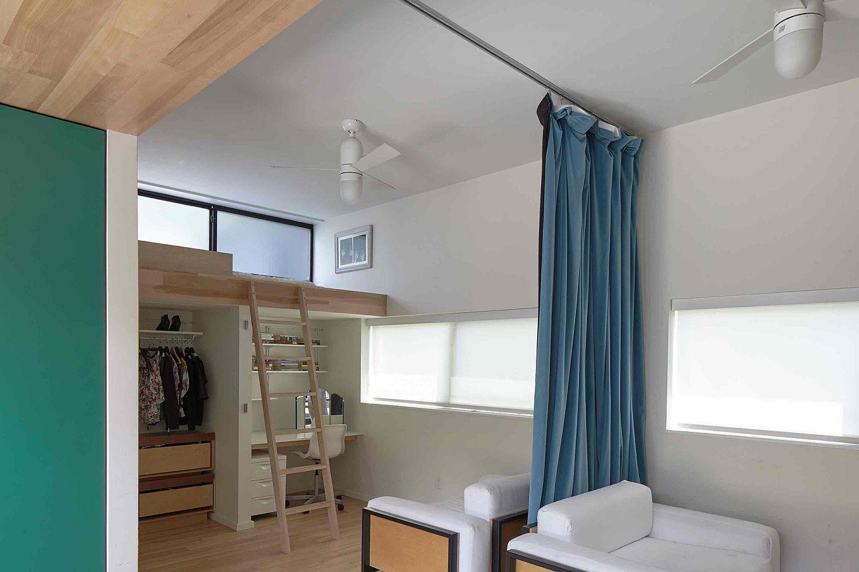 Space-savvy-loft-bedroom-idea