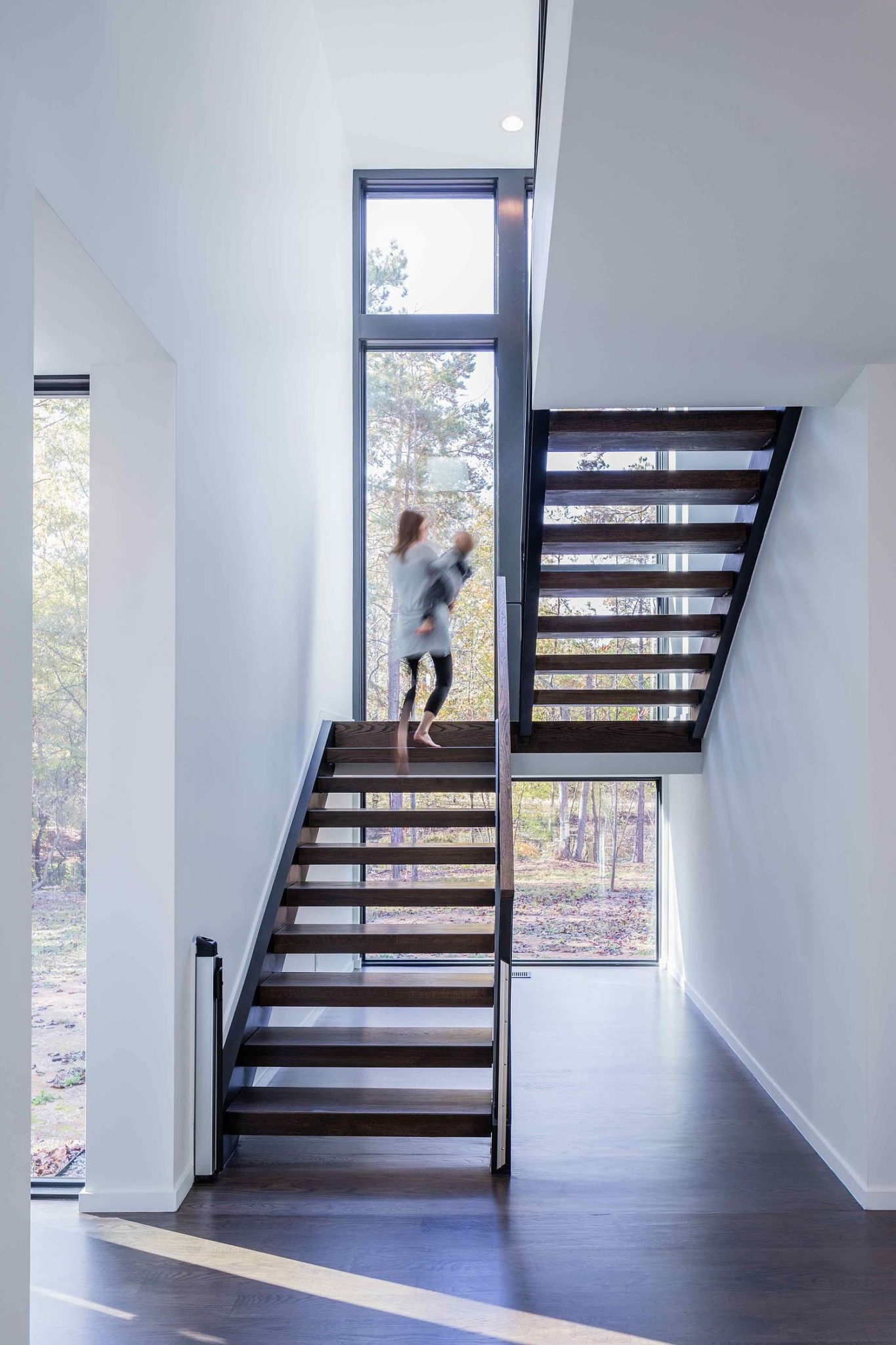 Stairwell-brings-natural-light-into-the-contemporary-home