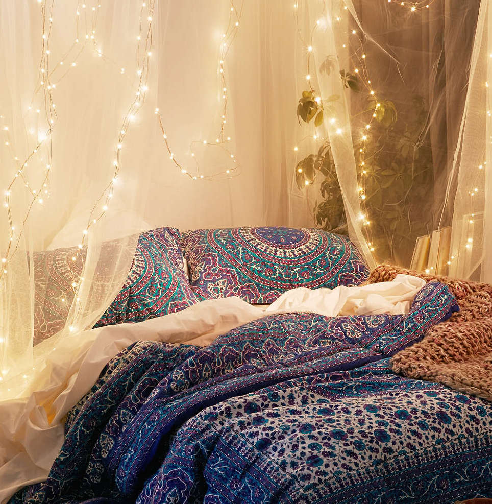 30 ways to create a romantic ambiance with string lights for Fairytale inspired home decor