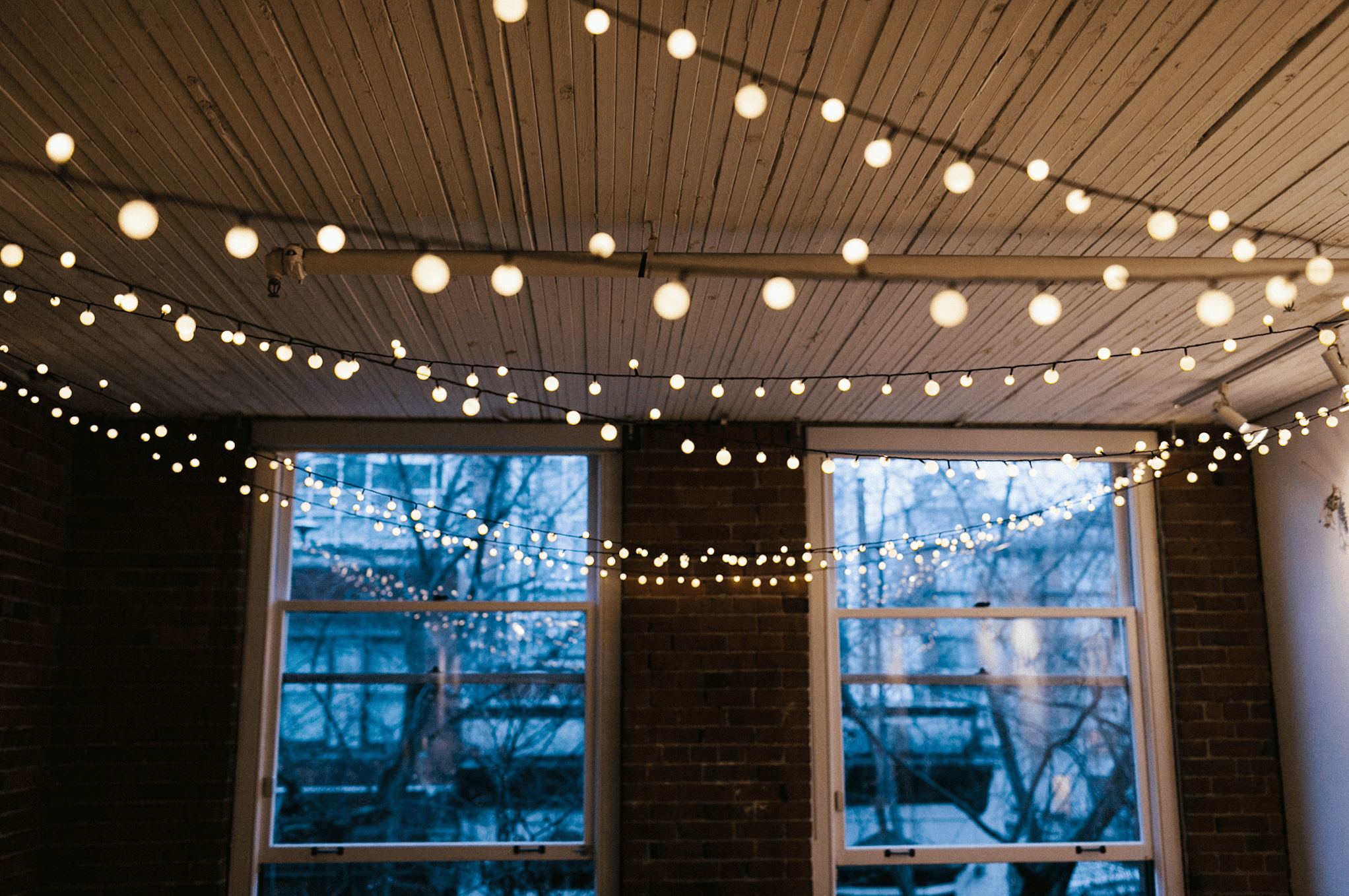 String Lights On Ceiling : 30 Ways to Create a Romantic Ambiance with String Lights