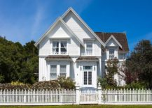Tall-victorian-house-with-a-vintage-white-picket-fence-217x155