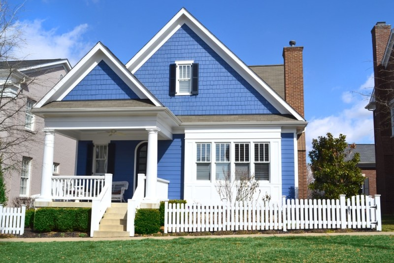 White Picket Fence on Cape Cod Style House With Picket Fence