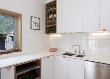 Windows-bring-light-into-the-fabulous-kitchen-217x155