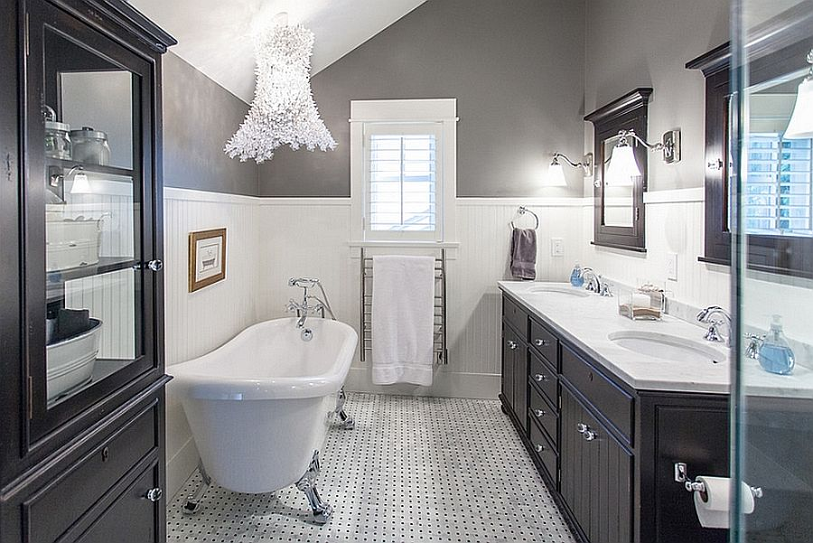 Beach style and modern aesthetics are combined seamlessly in this black and white bathroom