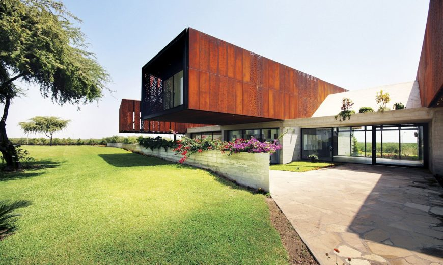 House N: Cantilevered Modern Holiday Home on a Peruvian Horse Ranch