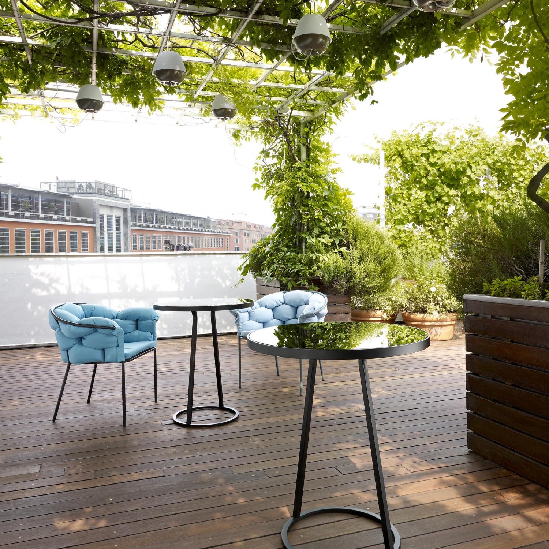 Circles-outdoor-pedestal-table