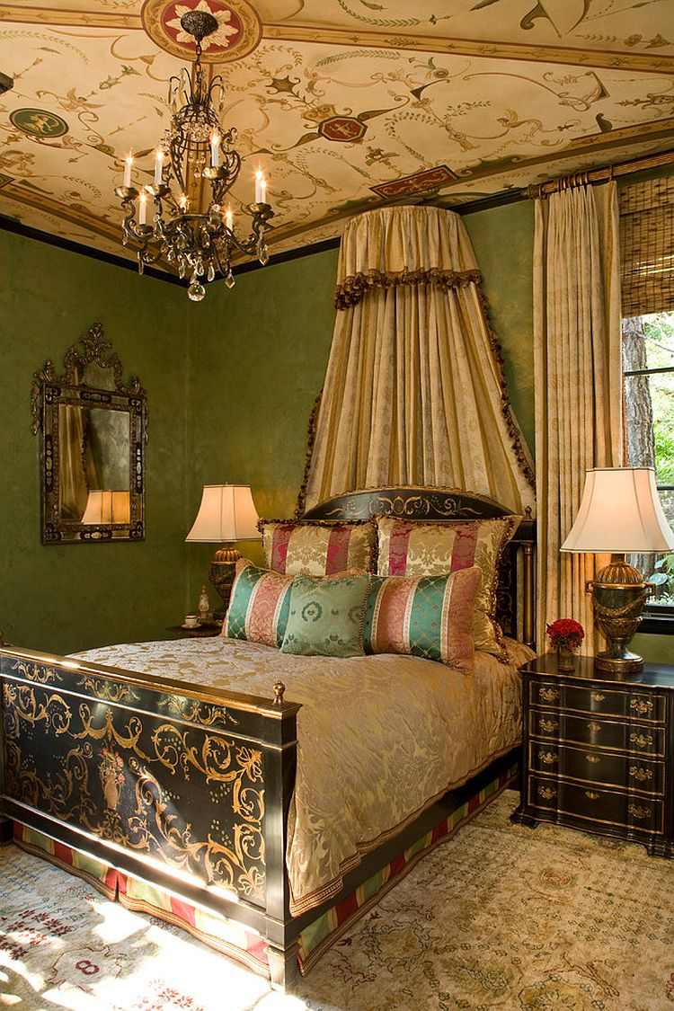 Classic-chandelier-visually-complements-the-painted-ceiling-of-the-Victorian-bedroom