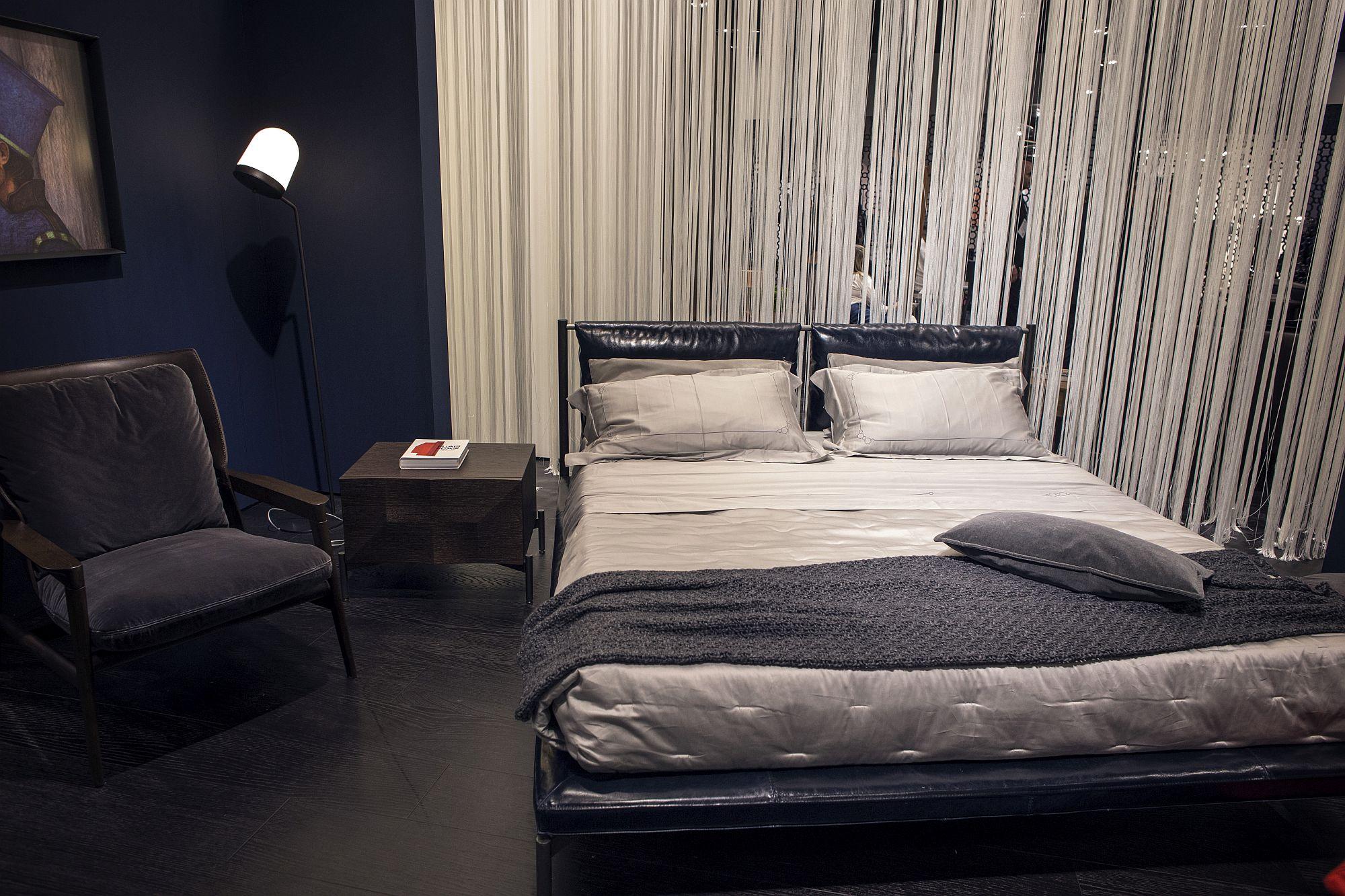 Contemporary-bedroom-with-an-unassuming-floor-lamp-in-the-corner