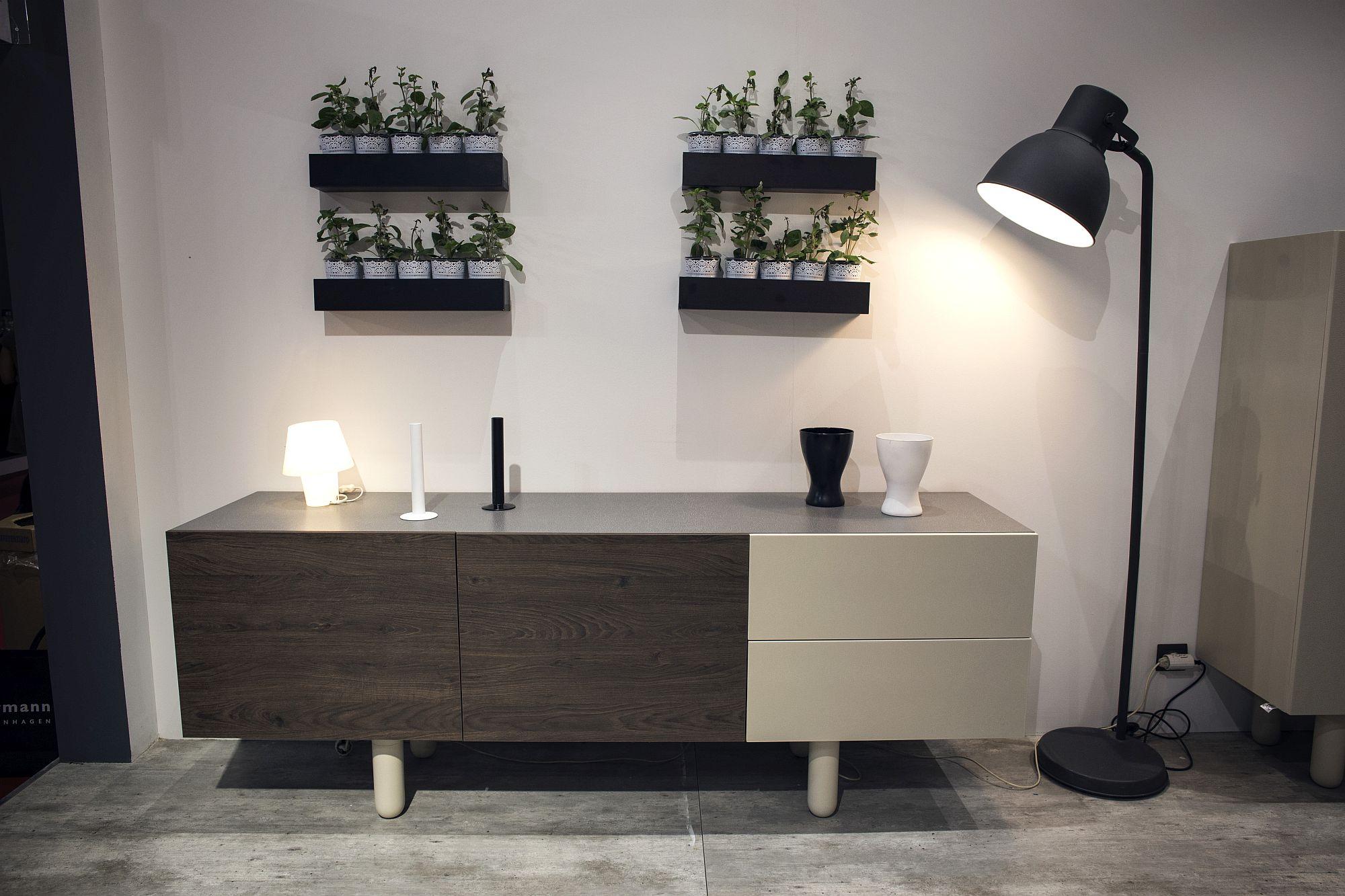 Dashing-floor-lamp-in-the-Scandinavian-style-living-room-setting