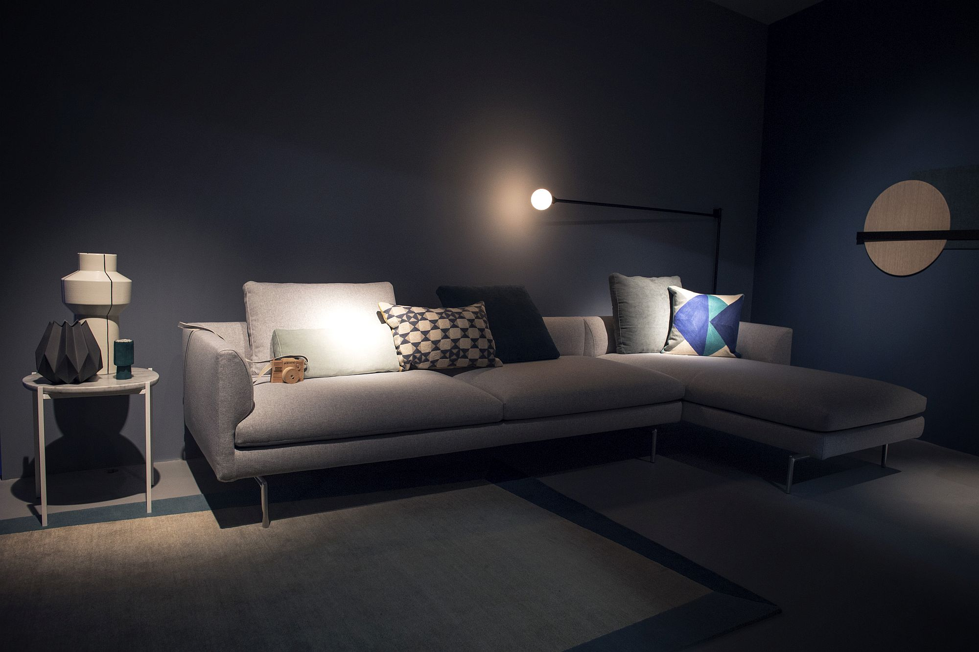 Flexible-floor-lamp-provides-perfect-lighting-for-your-reading-nook