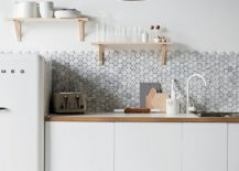 Kitchen backsplash with hexagonal tiles adds contrast without altering color scheme 217x155 Gorgeous Geo Flair: 10 Trendy Kitchens with Hexagonal Tiles