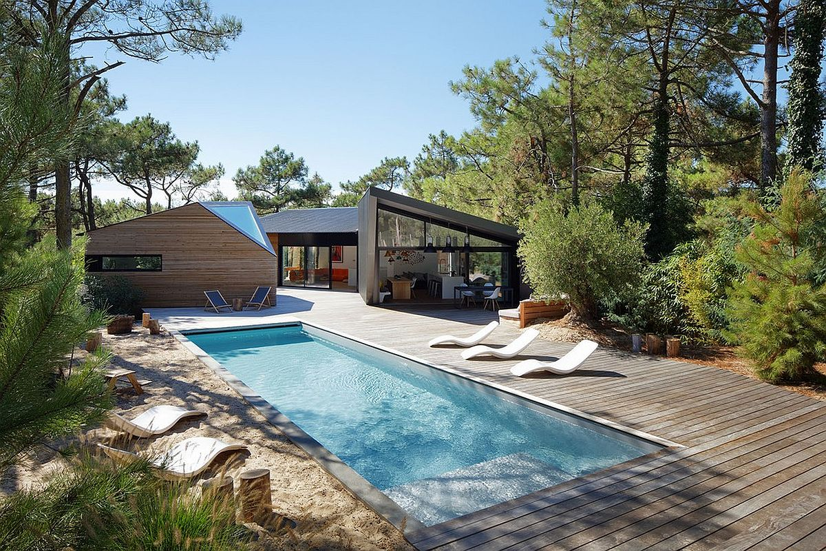 Large wooden deck and pool outside Cabane au Cap Ferret