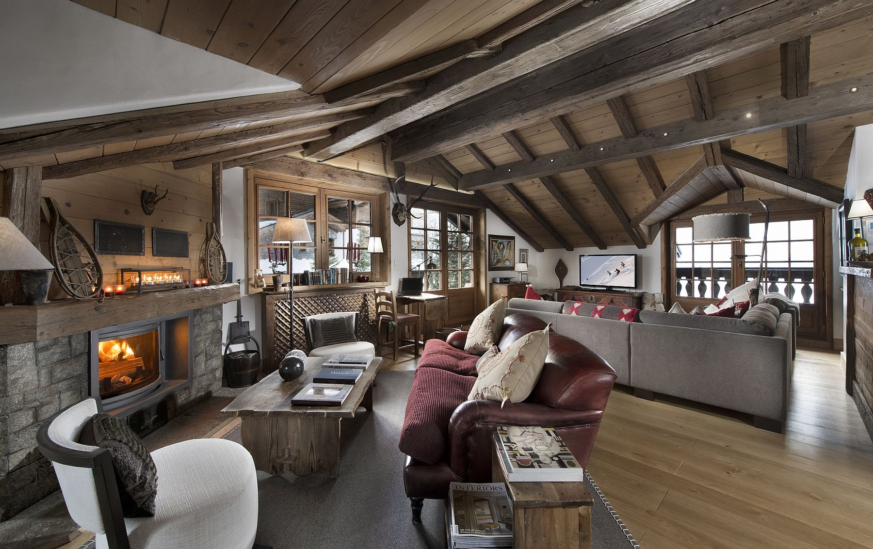 Living room of Chalet Le Namaste with a cozy fireplace