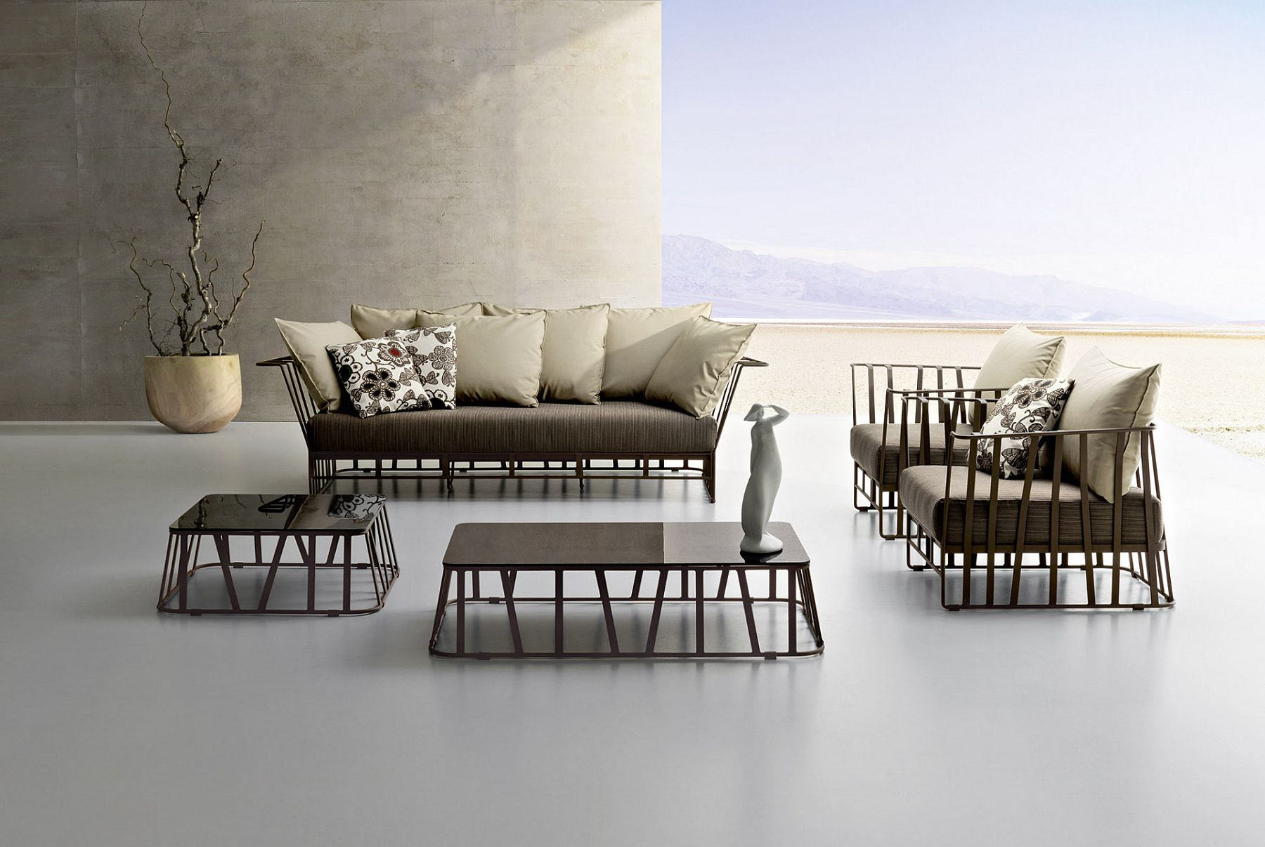 Minimal and stylish outdoor decor from Roberti