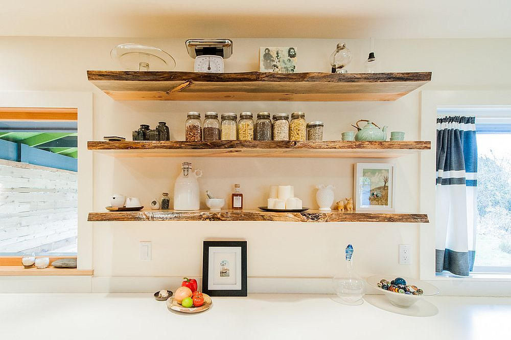 Open shelving allows you to organize your kitchen with a touch of visual flair