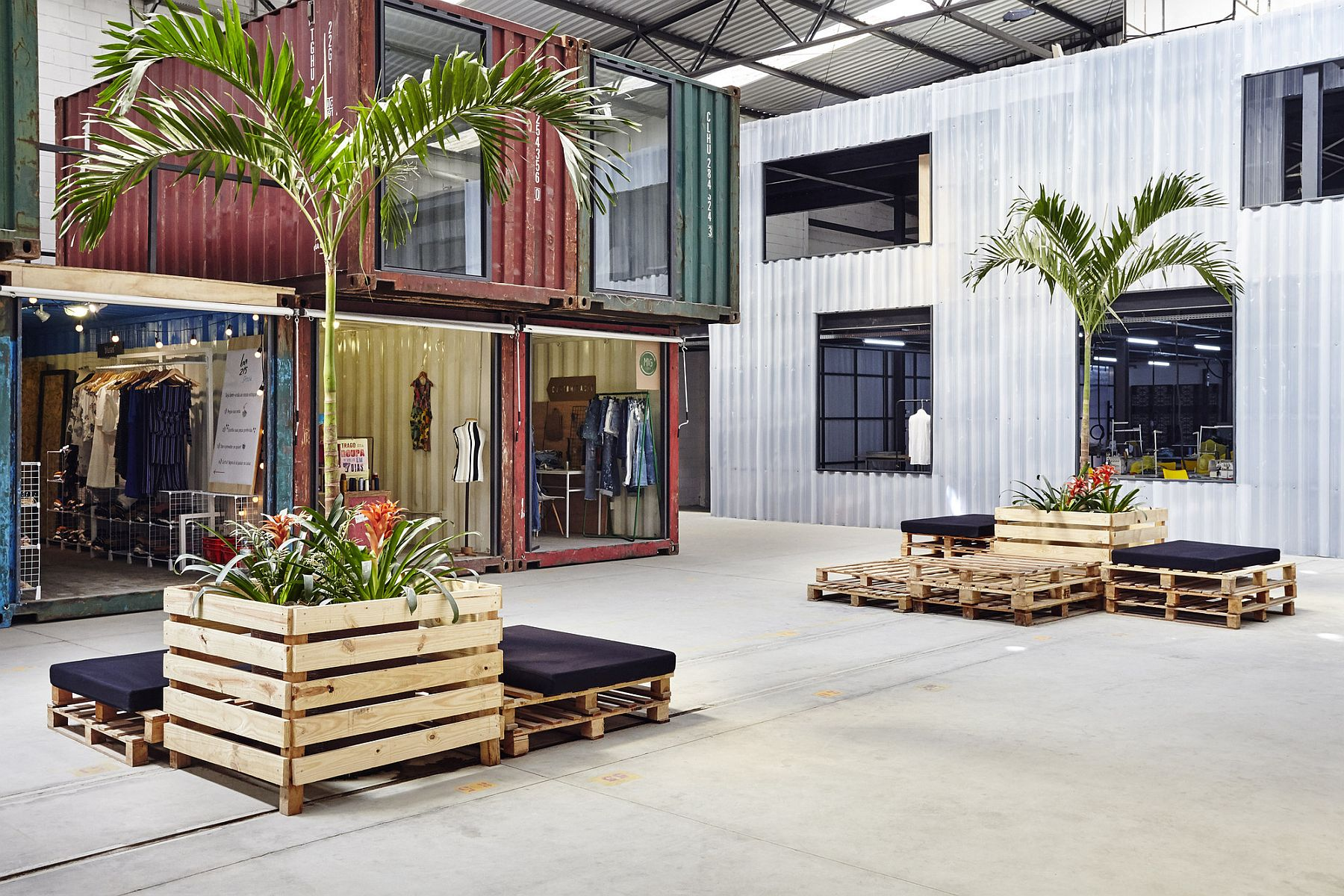 42 Repurposed Containers Inside a Warehouse Reshape Rio s Fashion