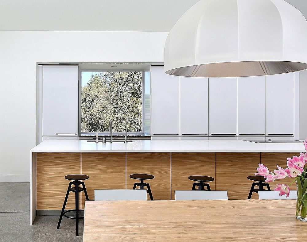 Oversized pendants for the contemporary dining room
