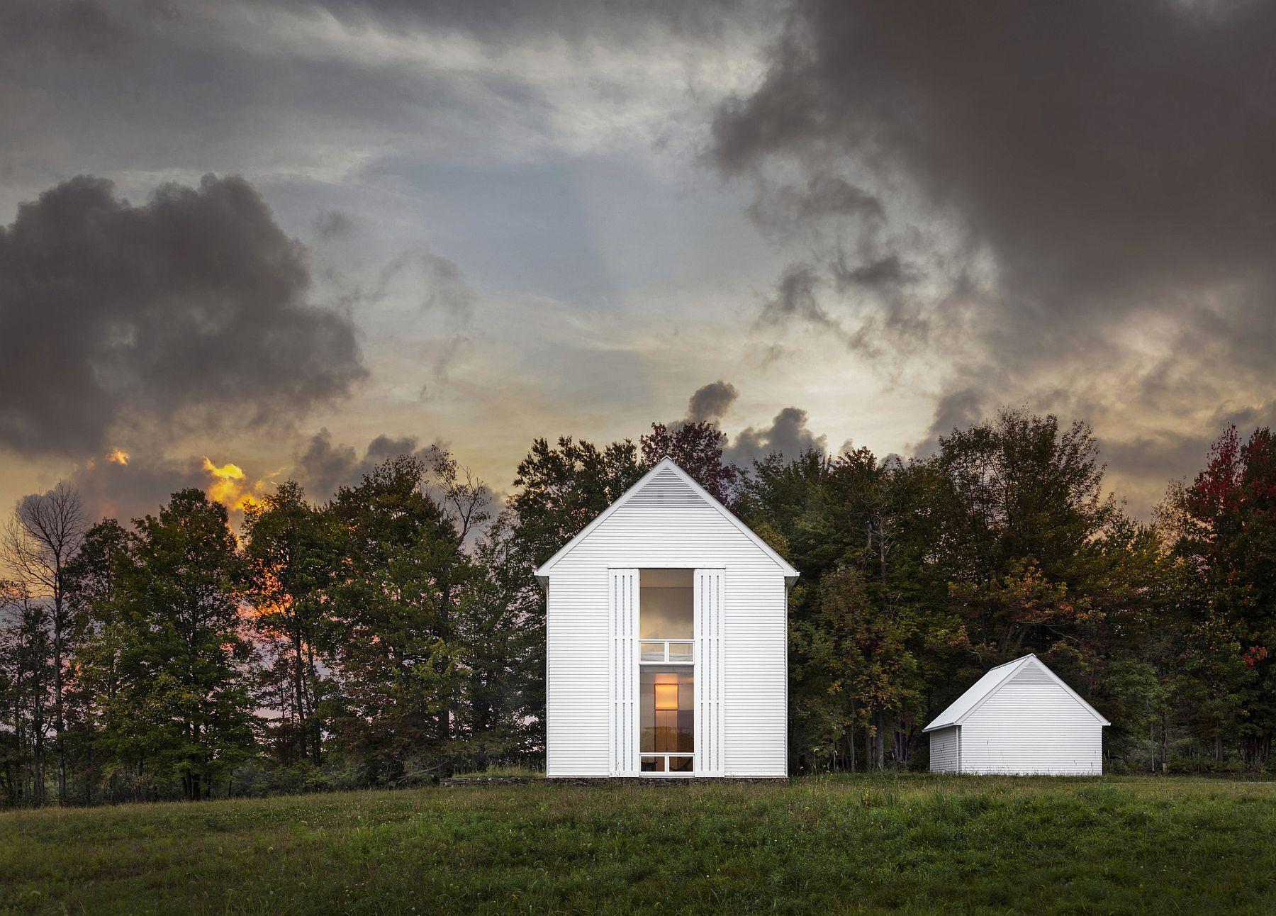 Picture-perfect Pennsylvania Farmhouse set in a scenic backdrop