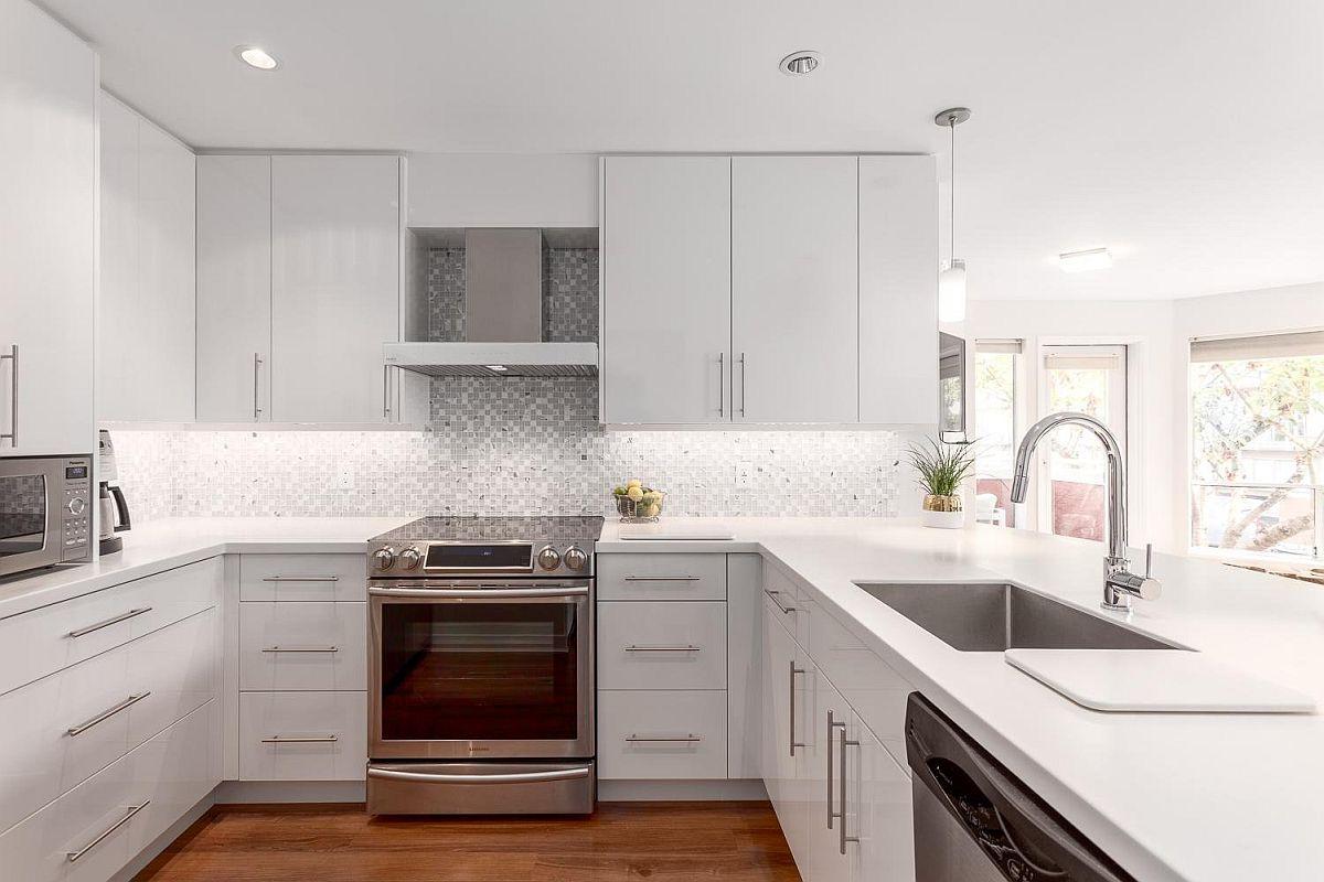 Polished-modern-kitchen-with-a-glitzy-backsplash