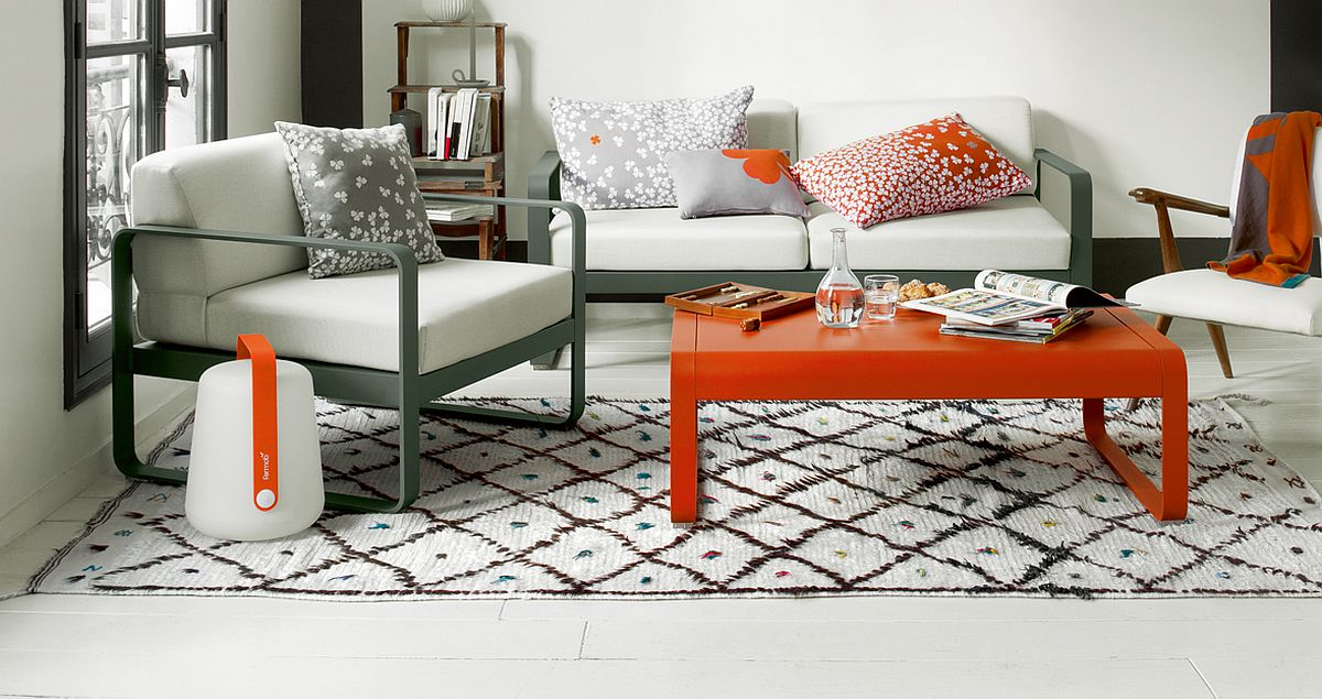 Pops-of-color-and-the-clover-pattern-of-the-cushions-brings-brightness-to-the-sunroom