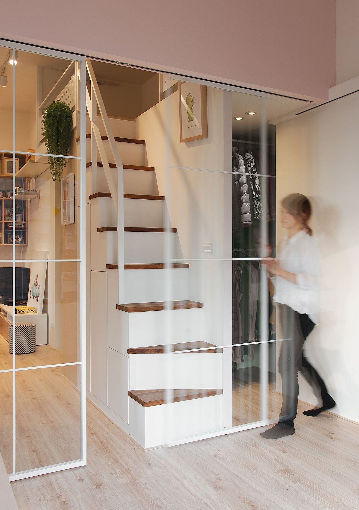 Sliding-glass-doors-used-to-delineate-space-without-stopping-passage-of-light