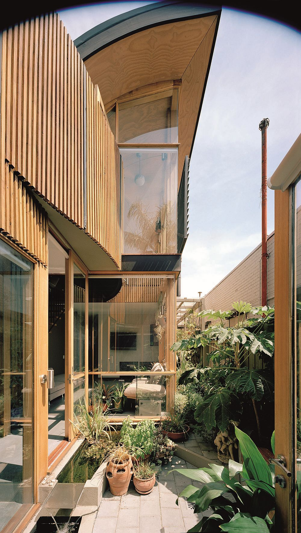 Contemporary green house in melbourne also ushers in for Courtyard designs melbourne