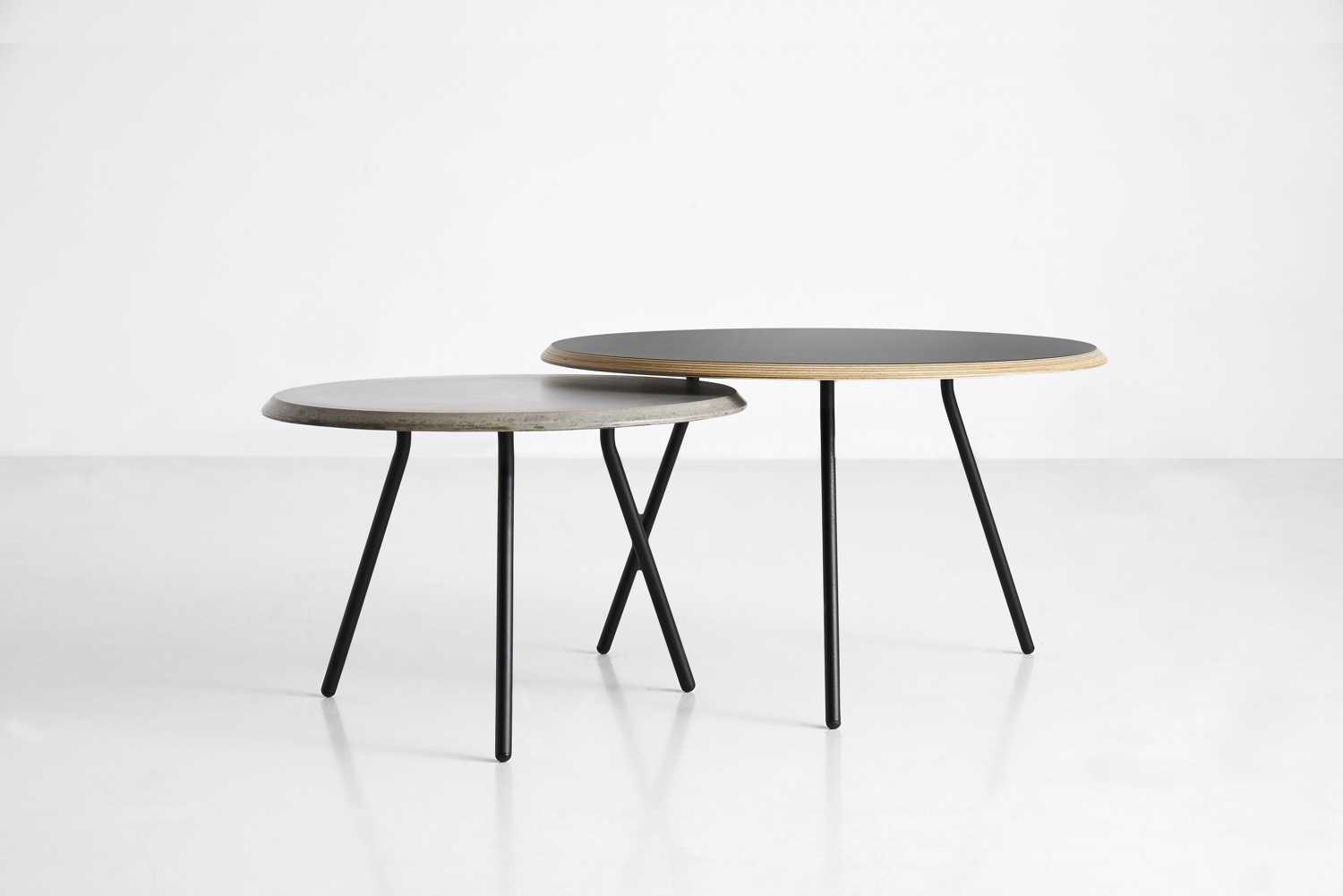 Soround coffee table concretet and plywood
