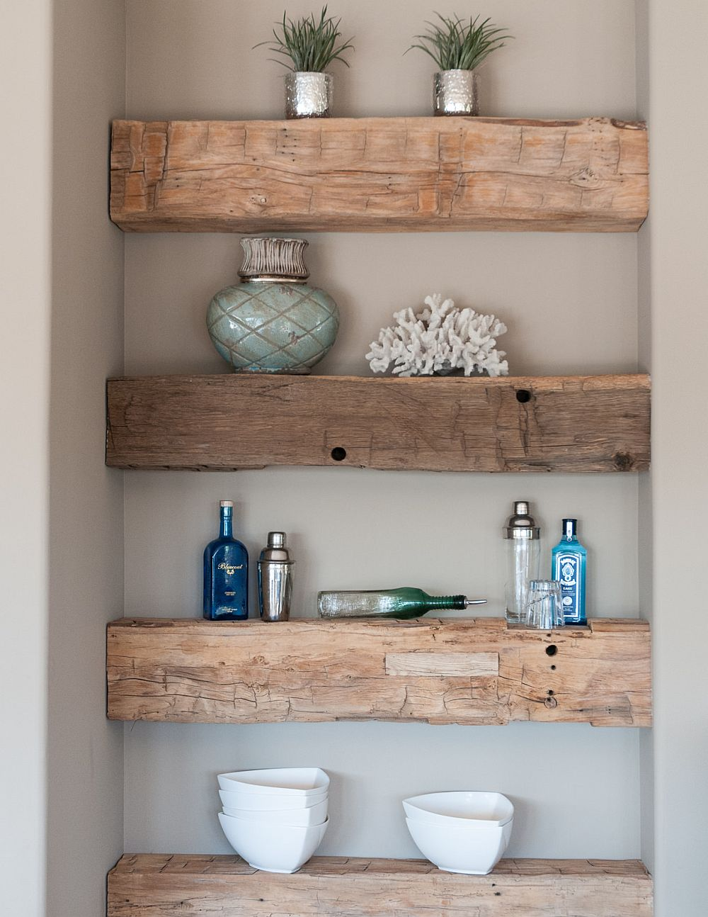 Turn the small niche in the kitchen into an attractive display with DIY shelves