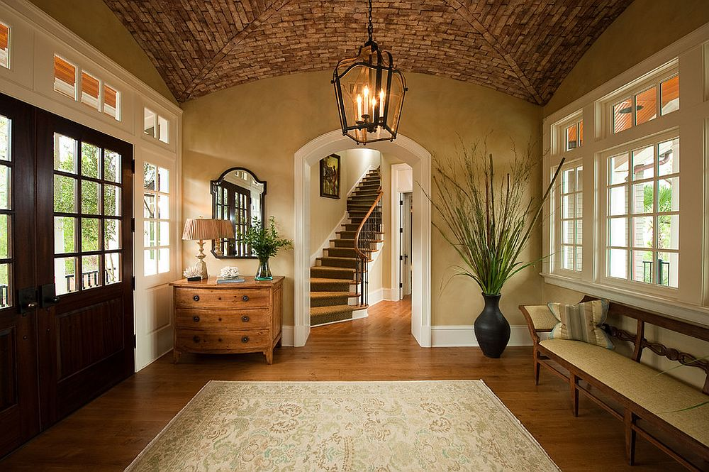 Unique ceiling of the traditional entry steals the spotlight instantly