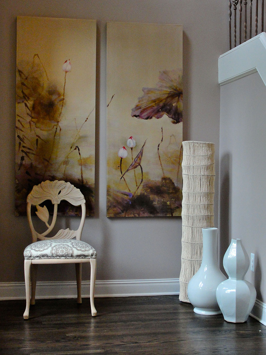 White floor lamps for the Asian style entry