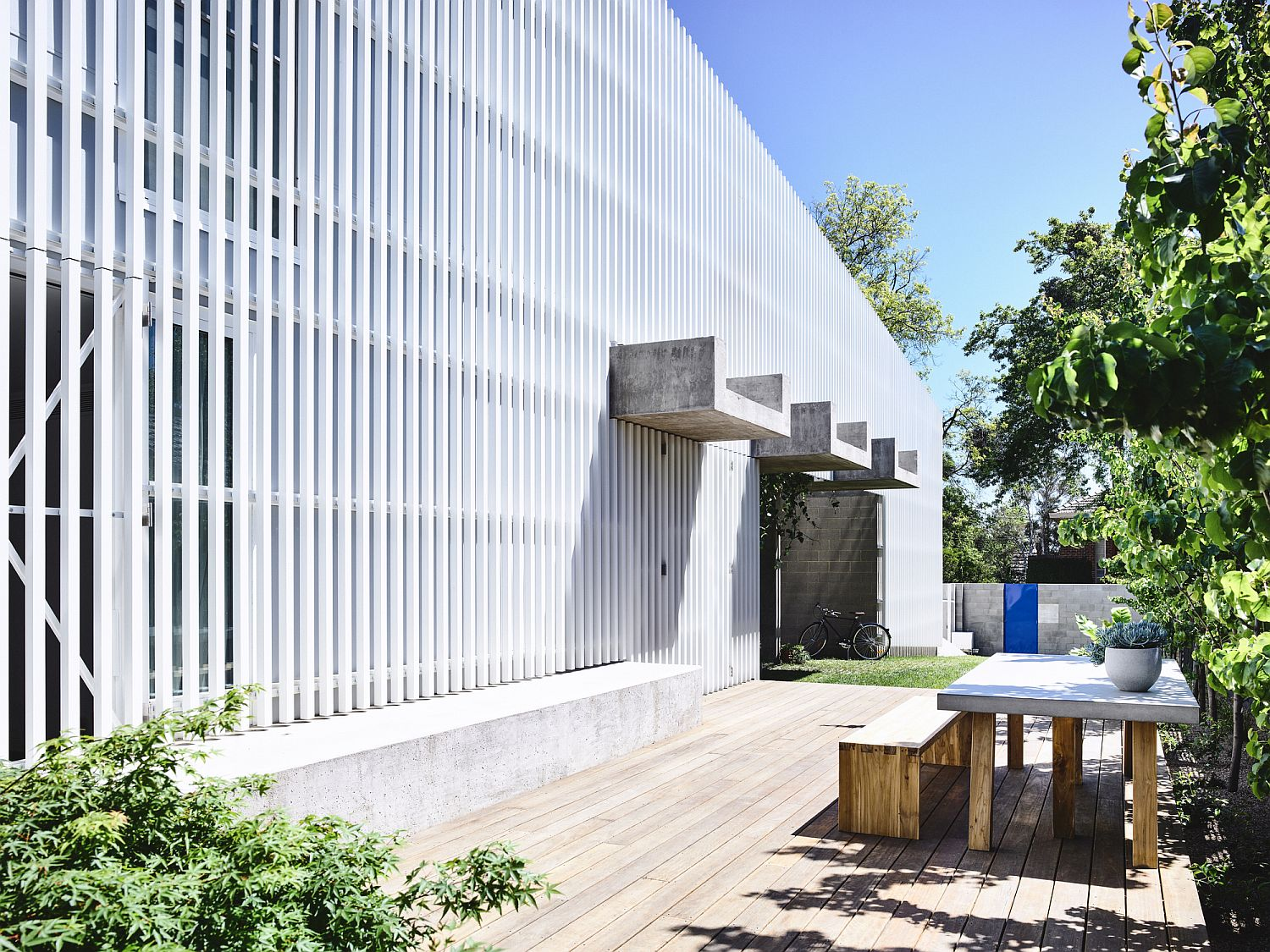 White metal grille shapes the street facade of this contemporary Aussie home