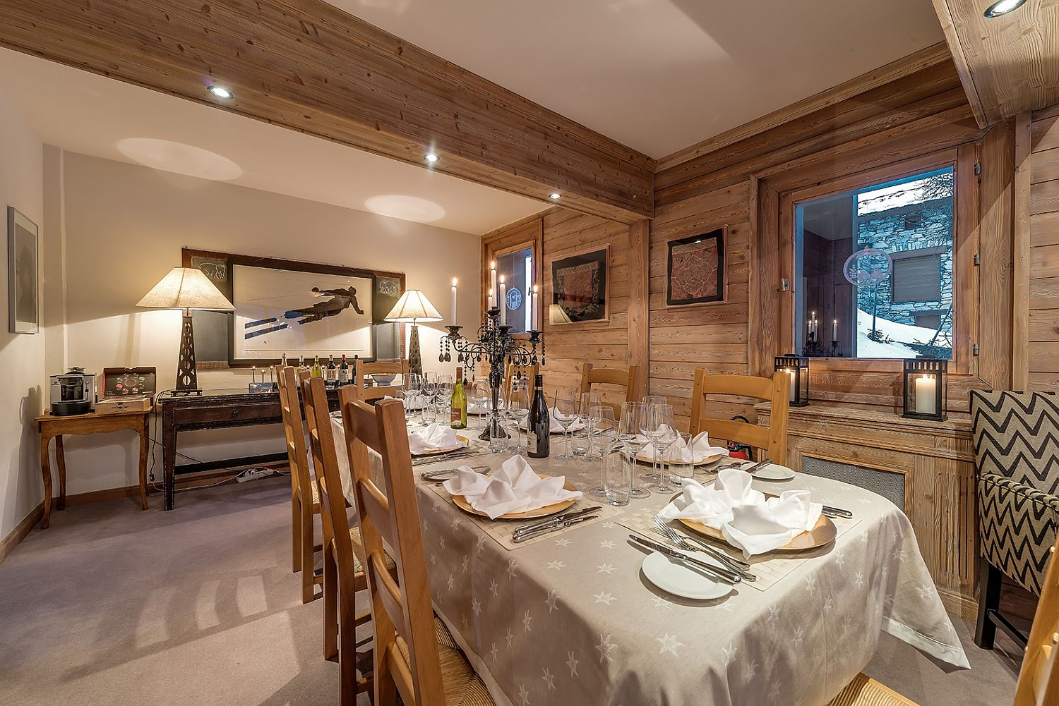 Woodsy-and-modern-dining-room-idea