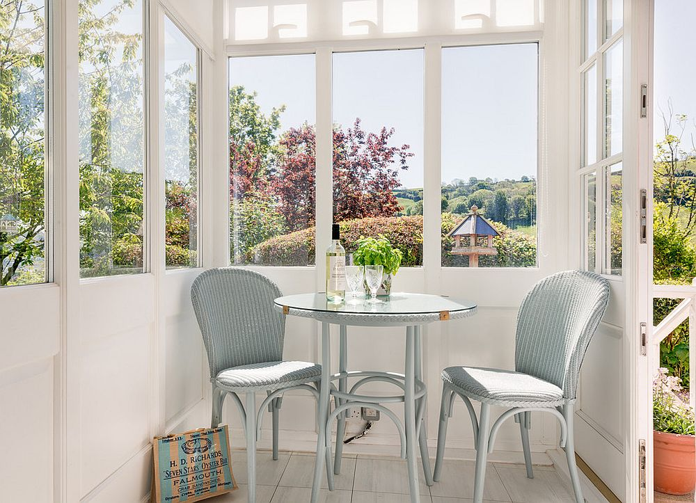 20 tiny breakfast nooks for two with space saving goodness for Sunroom breakfast nook