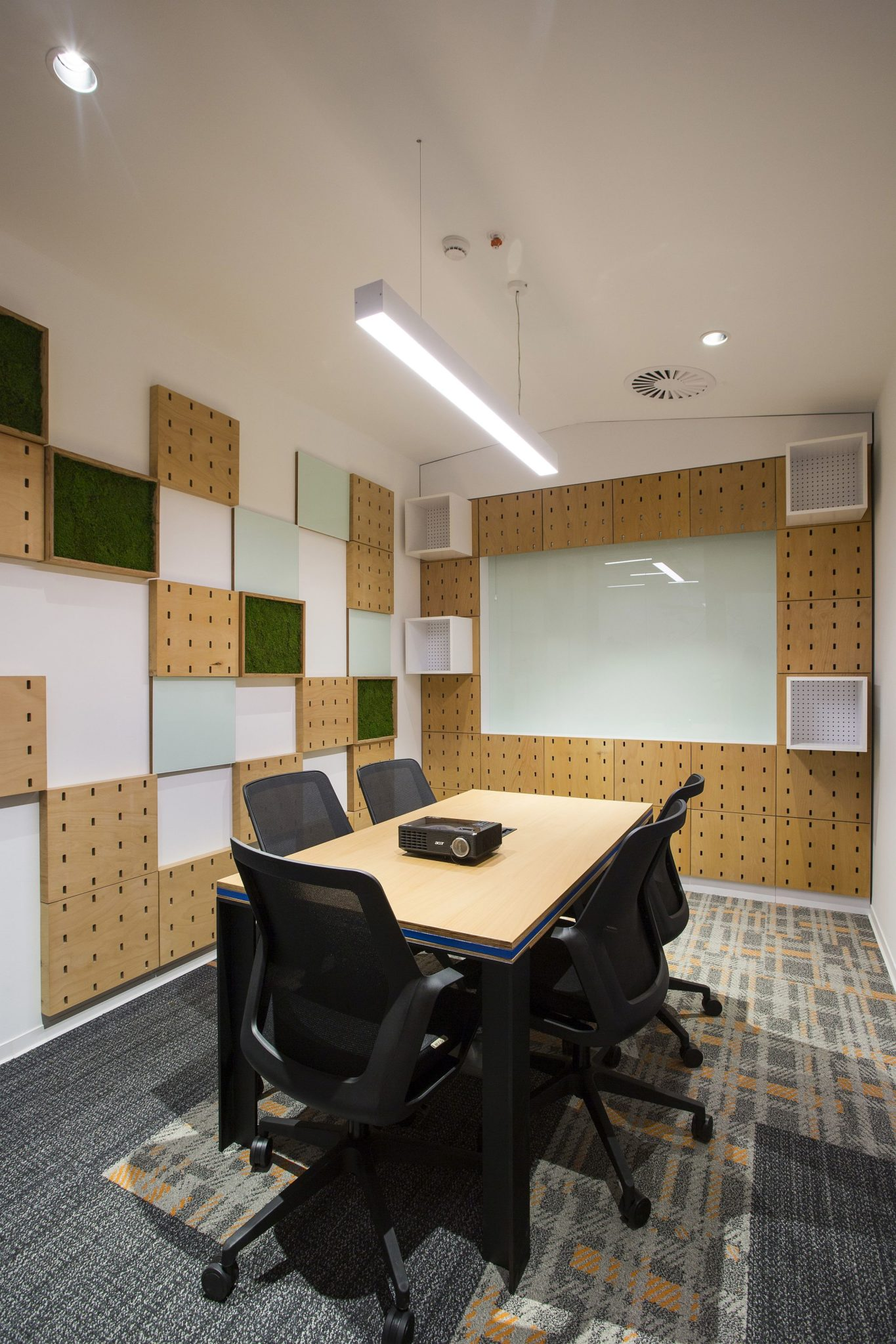 Adaptable and modern conference room in the office