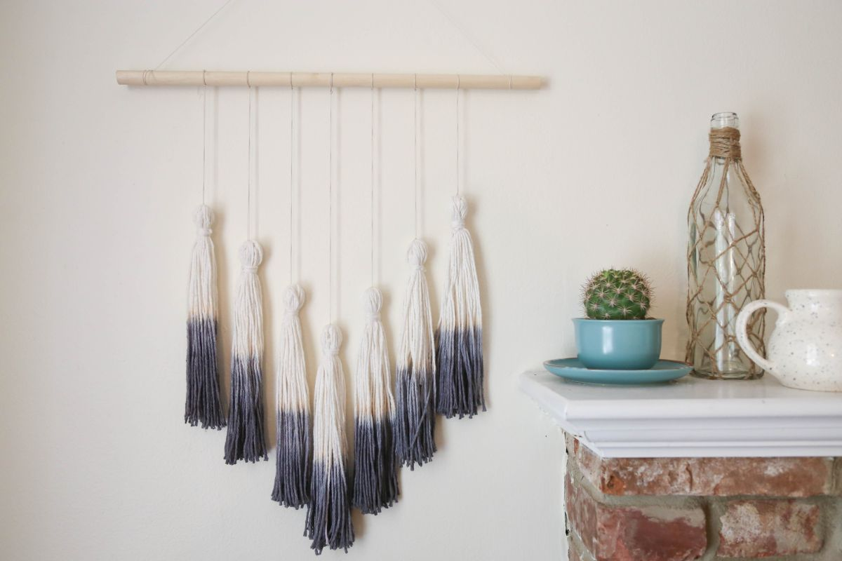 An-ombre-tassel-wall-hanging