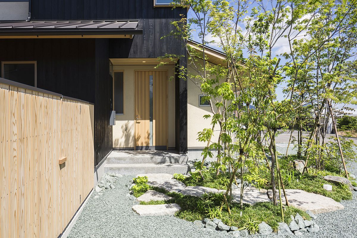 Asian style entry design with gravel