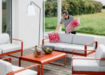 Balad-lamp-sleek-stand-is-perfect-for-the-modern-patio-217x155