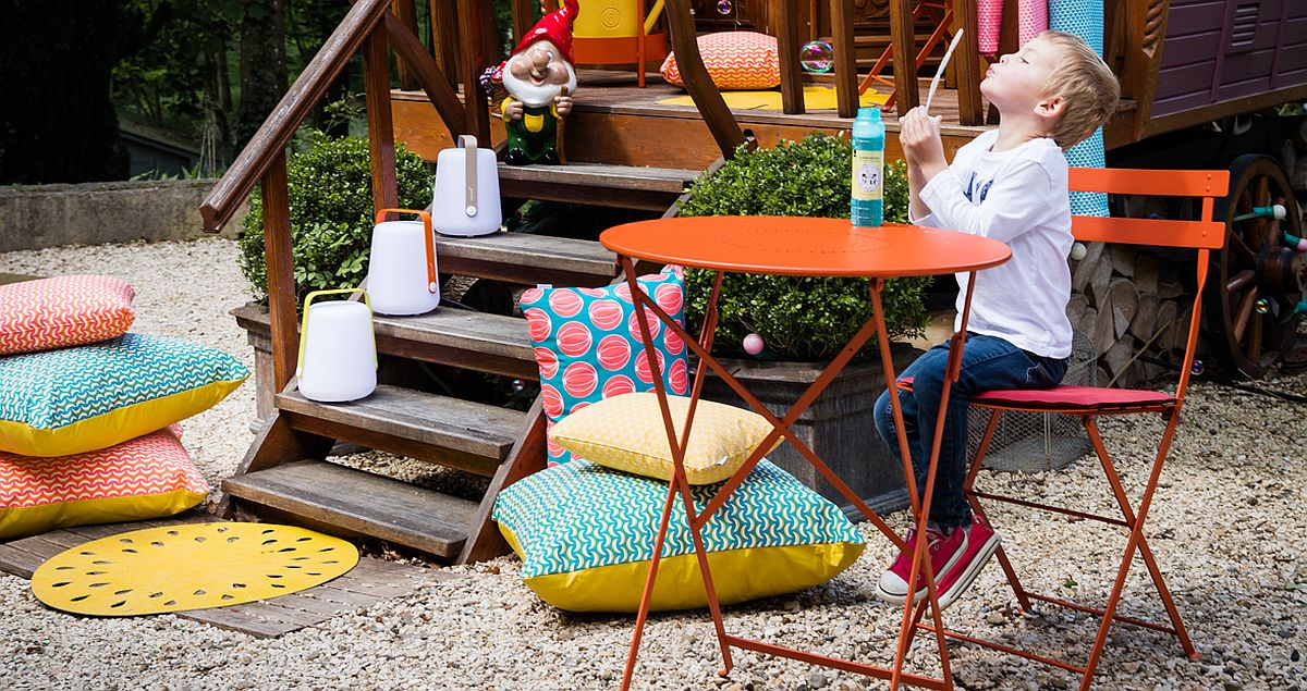 Combine relaxing outdoor cushions with elegant seating and lovely lamps for a stylish hangout