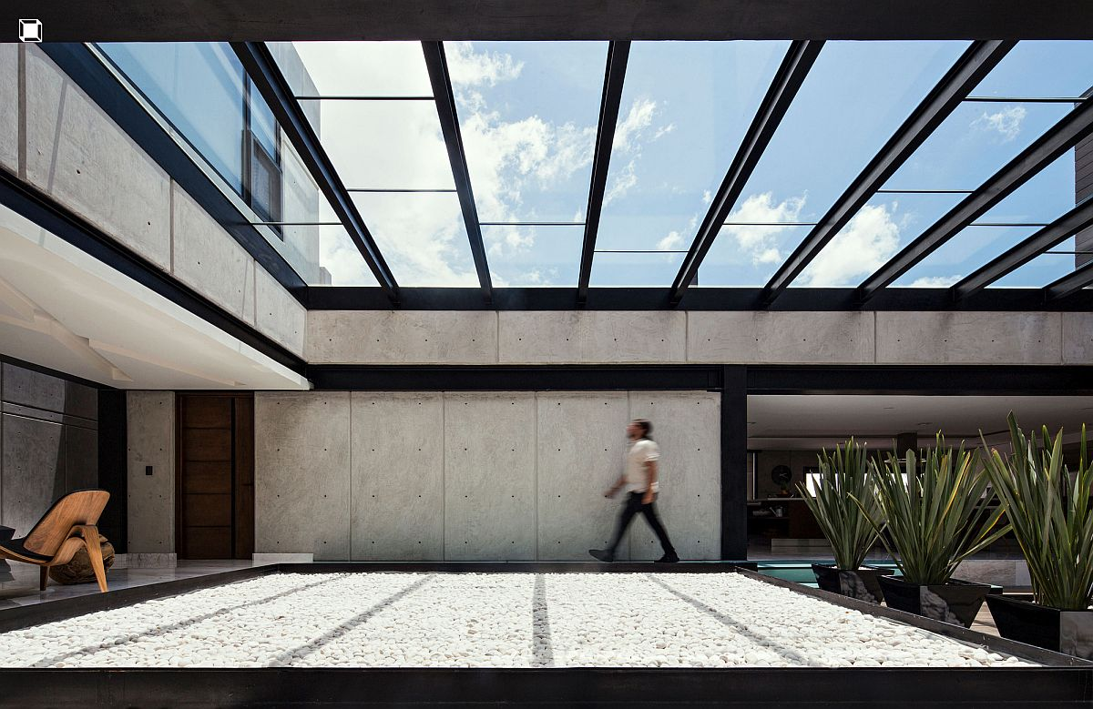 Concrete, metal and glass create a stunning and eco-sensitive Mexican home