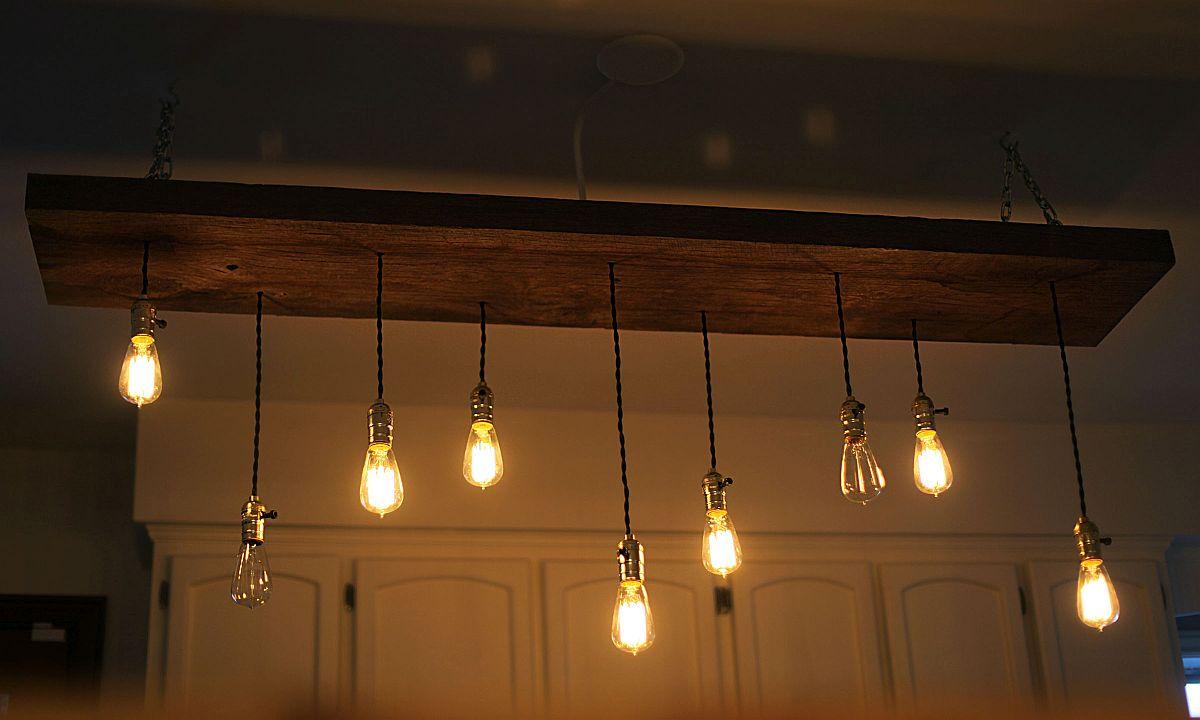 DIY-reclaimed-lumber-hanging-Edison-bulb-chandelier