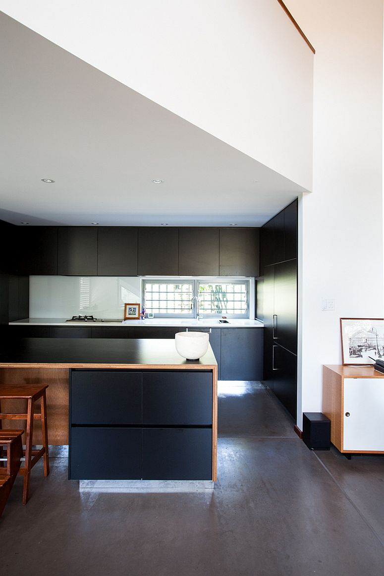 Dark-cabinets-of-the-kitchen-present-a-contrasting-image
