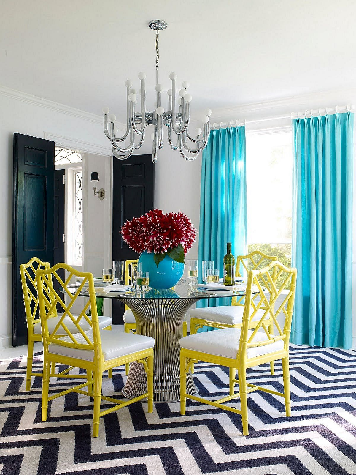 15 blue drapes and curtain ideas for a stunning modern for Light blue dining room ideas